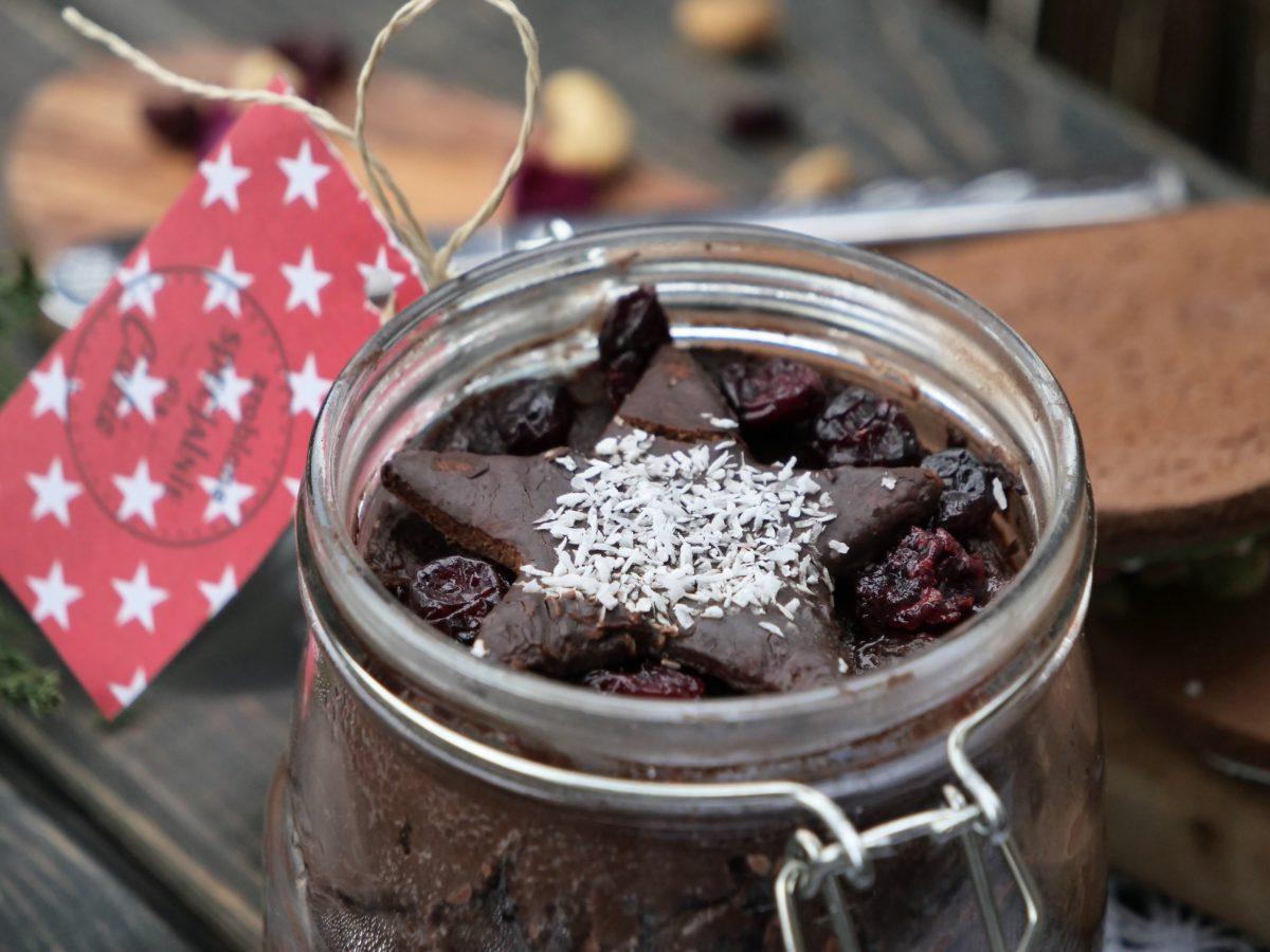 Domowa zdrowa nutella (krem czekoladowy) i chrupki chlebek