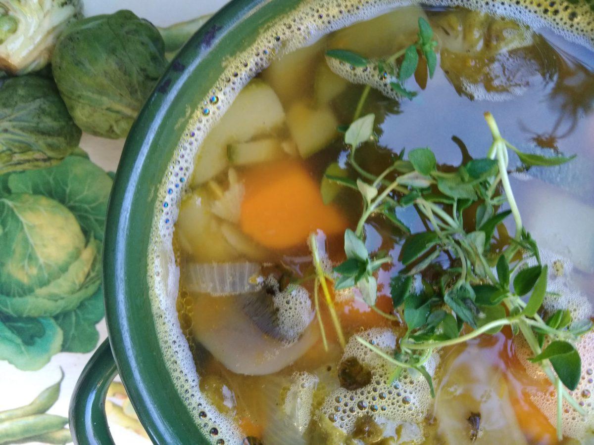 Jesienna zupa z kaszą jęczmienną i ananasowe buraki