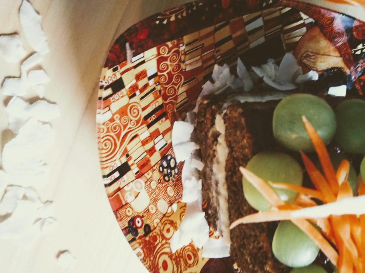 Ciasto marchewkowe wegańskie, bezglutenowe z jasnym kremem jaglanym