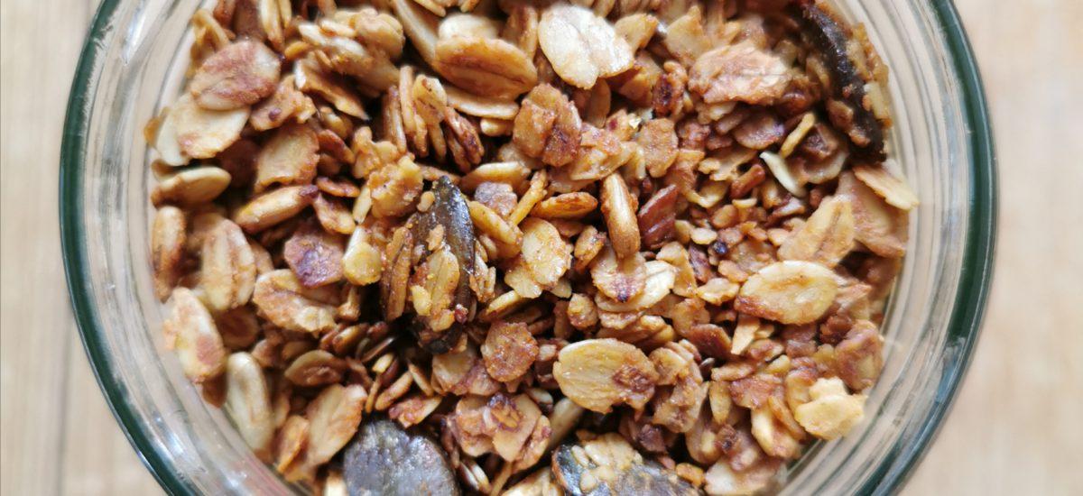Chrupiąca domowa granola